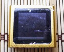 Китайский ipod nano 6g оранжевого цвета, вид спереди.